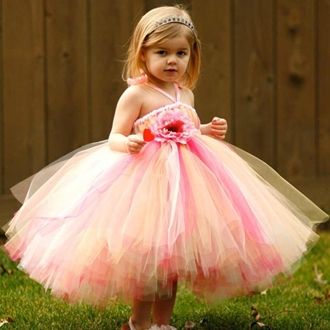 87c174aad في العيد تظهر الفتيات الصغيرات كالملائكة أو الأميرات، أناقة وجمال رائع  بفساتين أطفال للعيد، لذلك اليوم جمعنا لكِ بالصور فساتين أطفال للعيد ذات  إطلالة جميلة ...