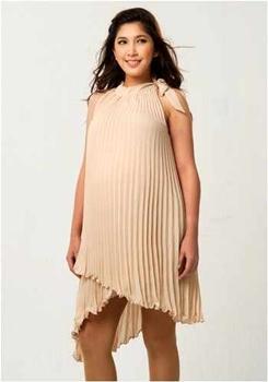 c6d6e9f4725fa تحتاج الحوامل إلى فساتين أنيقة أكثر من غيرهنّ من السيدات، ربما للزيادة  المفاجئة في الوزن التي قد تجعلهاتحتاج إلى فستان يخفي عيوبها ويظهر جمالها،  أو لرفع ...