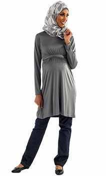 3e5e741e0147f تحتاج السيدات الحوامل المحجبات إلى ملابس حوامل ذات متطلبات خاصة، فيجب أن  تكون محتشمة بأكمام طويلة ومتسعة، حتى تتوافق مع الحشمة المترافقة مع الحجاب،  واليوم ...