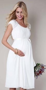 fd0fc8b86370c السيدات الحوامل يحتجن إلىفساتين سهرة أنيقة وبتصاميم مريحة تلائم المرحلة  التي يمررن بها خلال الحمل، فيجب أن تكون متسعة، ومن أقمشة ناعمة، وغيرها من  الشروط ...