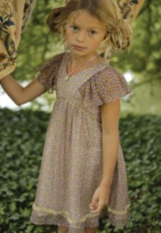 8cee00b66 هناك الكثير من التصاميم التي تُقدّم في فساتين الأطفال، من أجملها فساتين  الأطفال الفرنسية، التي تتمتع بذوق راقٍ، وجمال واضح، وتضيف إلى جمال الصغيرات  جمالاً، ...