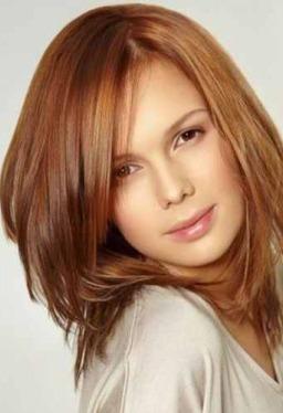 3a723d460dd40 على قصات شعر طويل جديدة و مدرجة. الشعر المدرج يليق بشدة على الوجه البيضاوي  المميز للمرأة العربية .