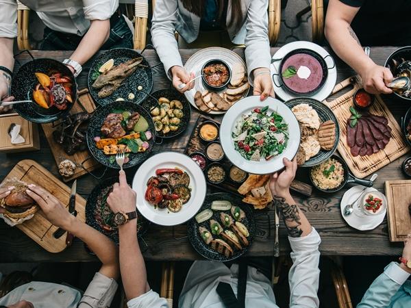 سفرة الطعام في المنام للعزباء نواعم