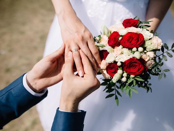 تفسير حلم الزواج للمتزوجة نواعم