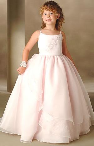 1b38c0d21 دللي طفلتك و اختاري لها الاجمل من بين فساتين زفاف البنات الصغار | نواعم