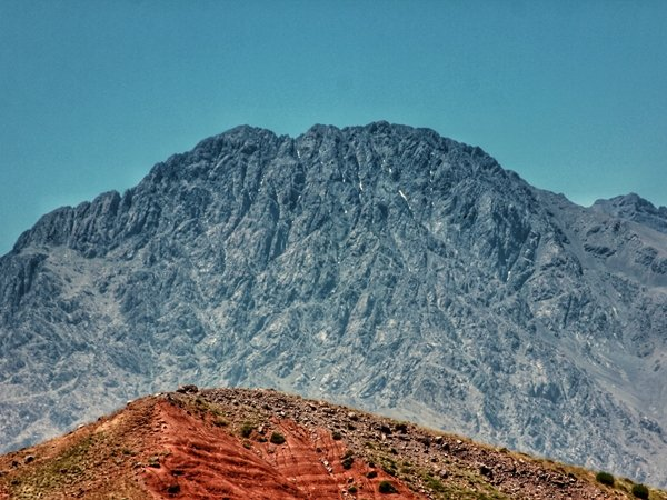 رؤية الجبل في المنام للعزباء نواعم