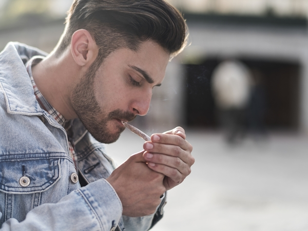 اثر التدخين في تلويث البيئة المنزلية نواعم