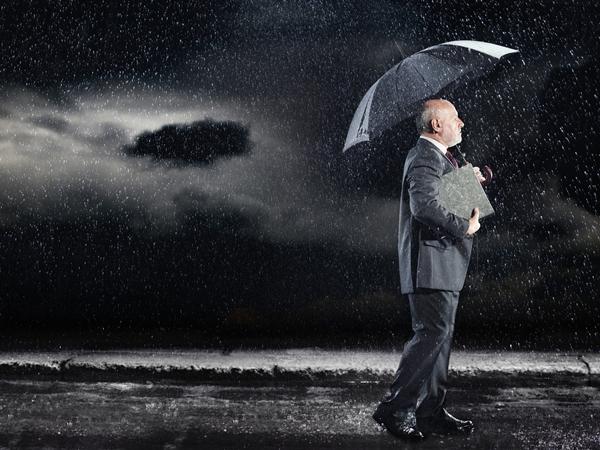 تفسير حلم نزول المطر على شخص نواعم