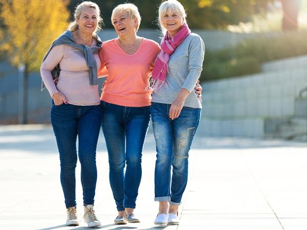 رؤية مجموعة نساء في المنام للعزباء نواعم