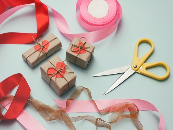 تغليف هدايا بالقماش