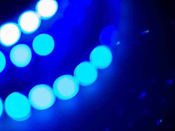 اللون الازرق في المنام نواعم
