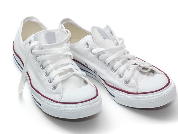 الحذاء الابيض في المنام للعزباء نواعم