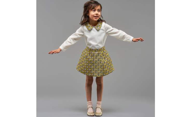 أزياء فتيات مستوحاة من أناقة الستينيات اللندنية
