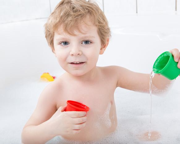 نتيجة بحث الصور عن الاستحمام طفلك