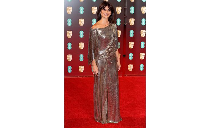 السحر والرقيّ يسيطران على إطلالات النجمات في حفل Bafta Awards