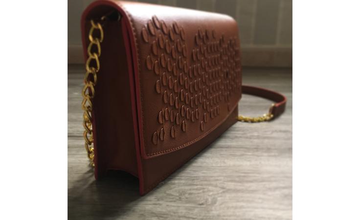 حقيبة مسك للسيدة التي تتبنّى مفهوم الأناقة في البساطة!