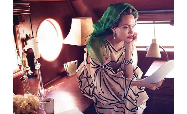 أنجلينا جولي في أوّل مقابلة بعد الانفصال عن براد بت: لقد كان وقتاً عصيباً