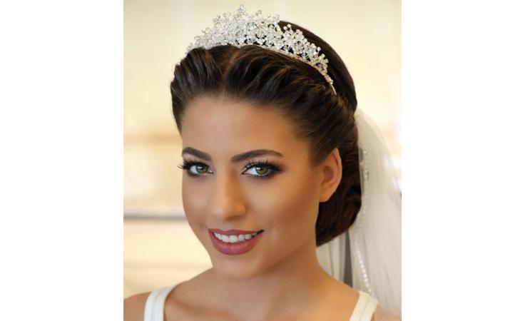 تسريحات لعروس تبحث عن طلة باهرة