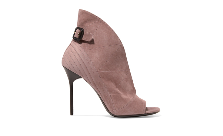 حذاء عصري أنثوي من بيربيري