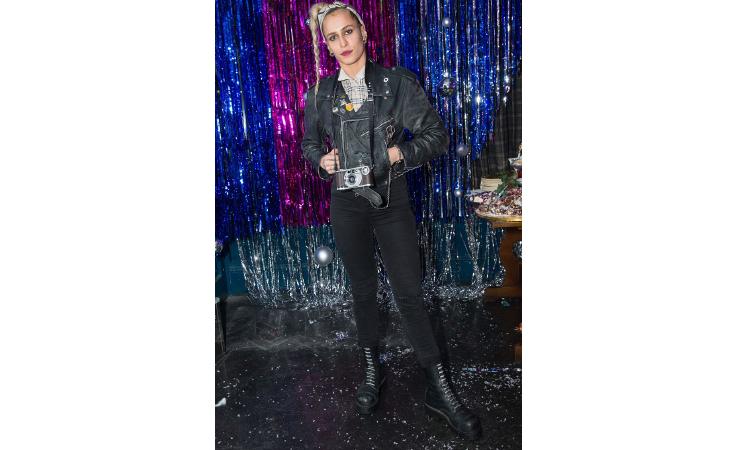هكذا تألقت النجمات الى جانب كارا ديليفين في حفل بيربيري