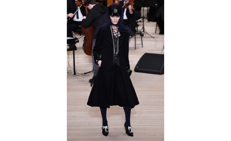 كارل لاغرفيلد يمنحنا عرضاً مفعماً بالمشاعر مع Chanel Metiers d'Art  في هامبورغ