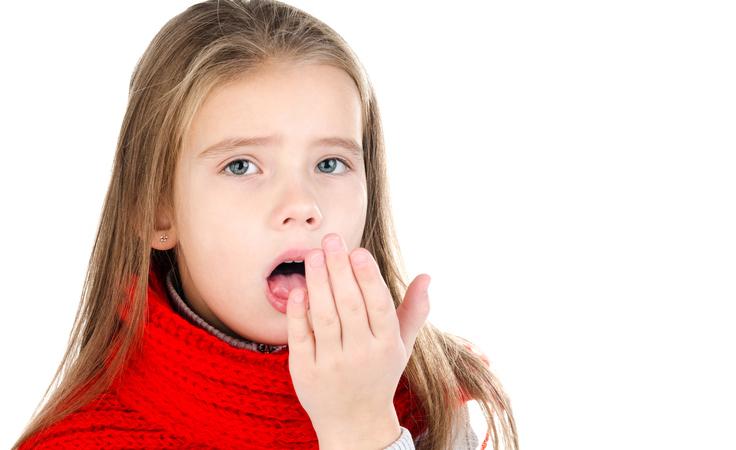 السعال المستعصي لدى طفلك.. كيف تخففين من وطأته؟