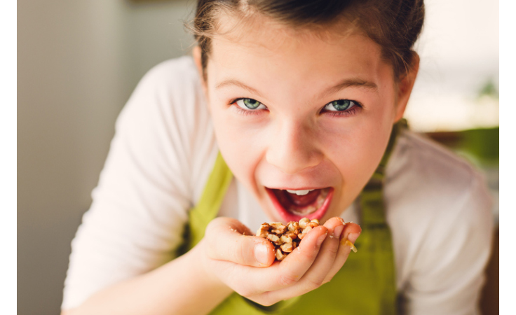 عناصر غذائية مهمة يجب إدخالها في غذاء طفلك