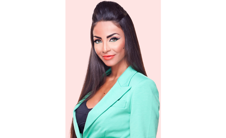 خاص - دوللي شاهين ترد على اتهامها بالسرقة بالقانون
