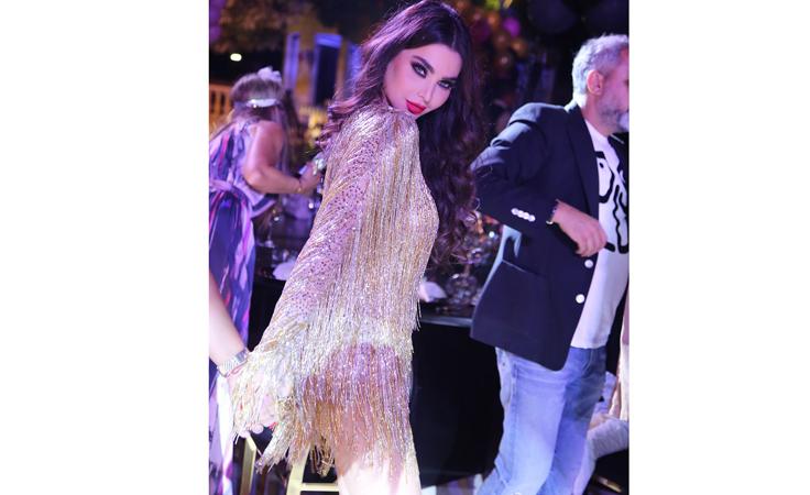هذا الفستان تتنافس عليه النجمات العربيات والعالميات أيضاً!