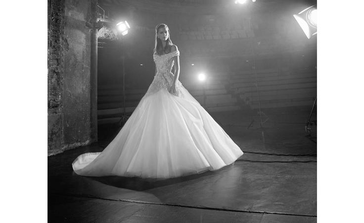 الشك والتطريز المبتكران في مجموعة إيلي صعب العرائسية لخريف 2018