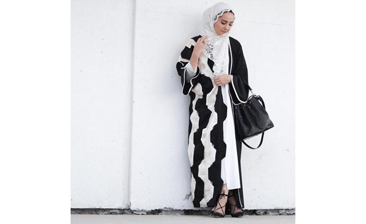 تعلّمي من آسيا عاكف القواعد العصرية لشياكة المحجبات في رمضان