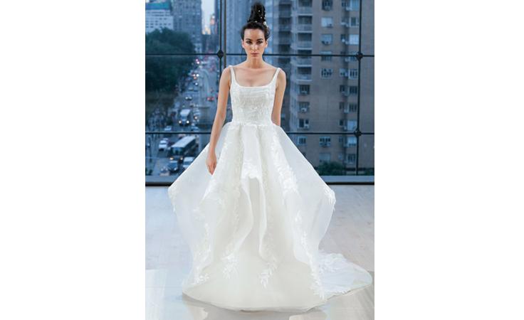 فساتين جريئة للعروس الكلاسيكية في مجموعة إيناس دي سانتو