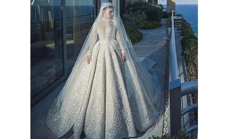 خاص- إليكِ تفاصيل فستان زفاف لارا اسكندر المذهل!