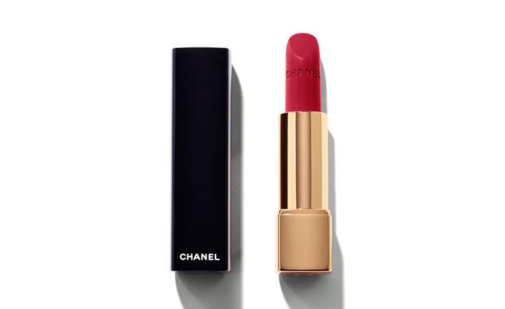 أيّ لون حمرة حمراء يناسب لون بشرتكِ؟