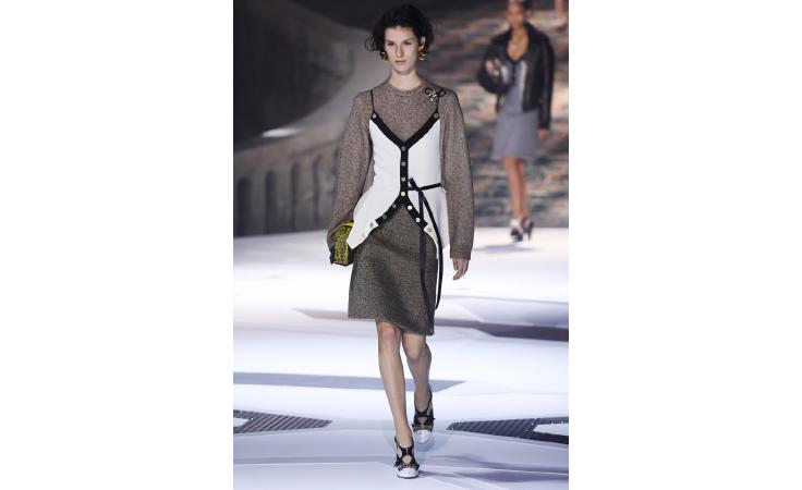 3054aef15 لويس فويتون تدعم المرأة بمجموعة باريسية تبرز أنوثتها | نواعم