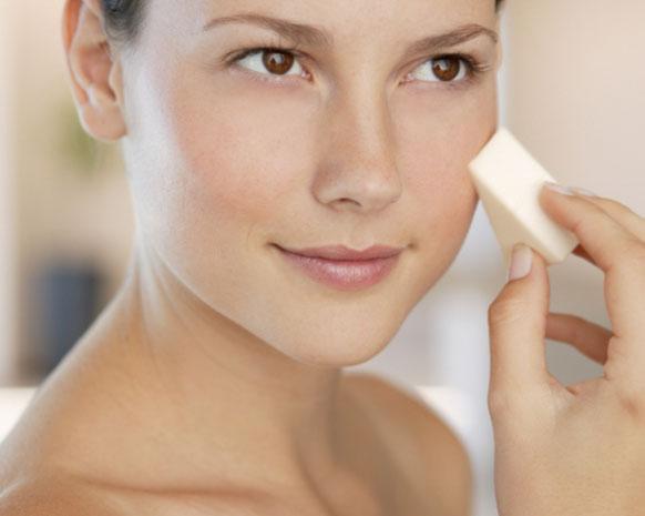 5 حيل مكياج تبقي بشرتكِ متوهّجة في فصل الشتاء