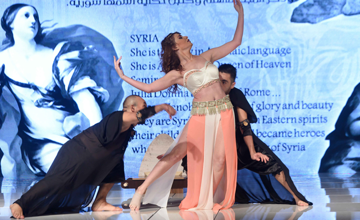 ما علاقة الجيش السوري بعرض أزياء منال عجاج في بيروت؟