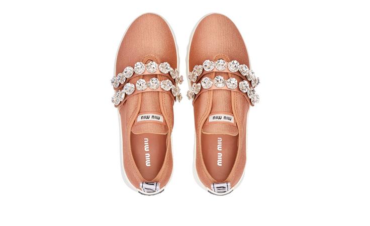 ستشعرين بالاختلاف مع حذاء ميو ران MIU RUN