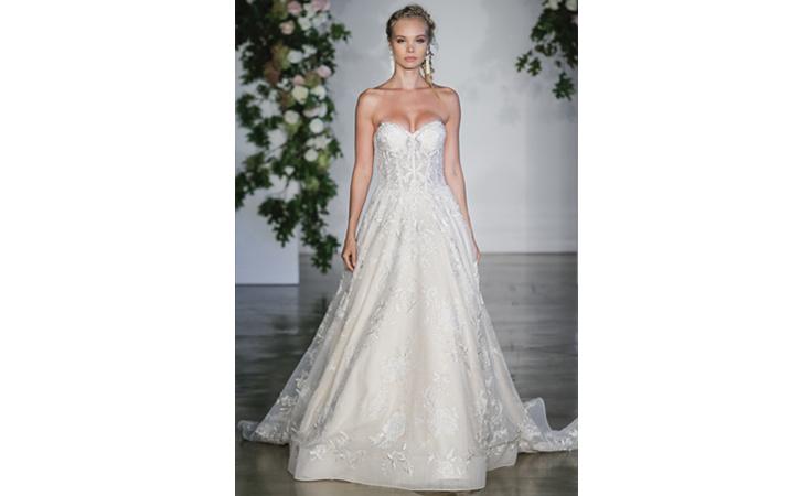 فساتين زفاف بتفاصيل مفعمة بالأناقة لعروس خريف 2018