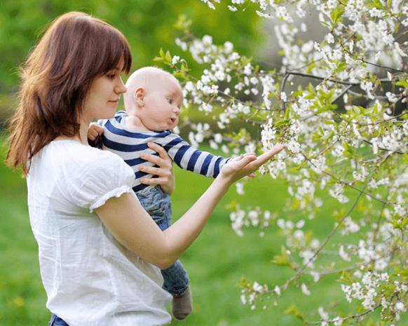 ماذا تلبسين طفلك الصغير في فصل الربيع؟