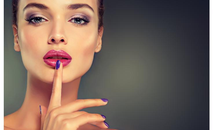 ماذا تخفي أظافركِ الجميلة تحتها من مشاكل؟