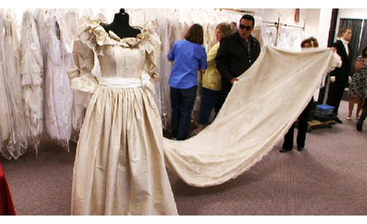 eff29dd2a71ef لأول مرة... الكشف عن أسرار فستان زفاف الأميرة ديانا الأسطوري!