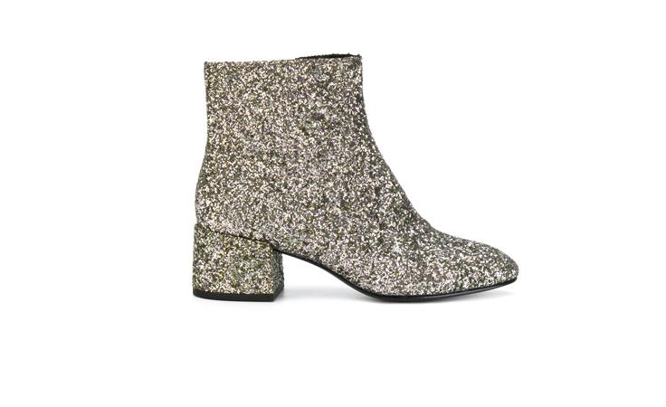 نجمات الصف الأول العربيات يعشقن هذا الحذاء!
