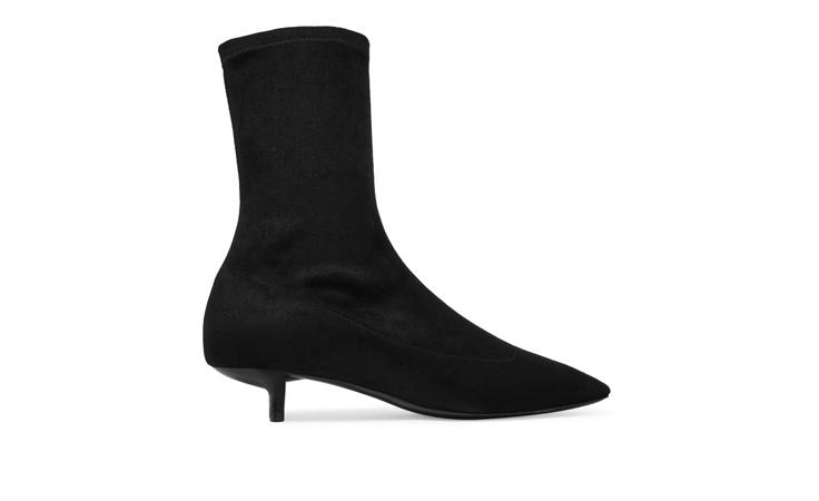 لا تتردّدي في أن تنتعلي أحذية الفاشنيستاز العربيات هذا الخريف