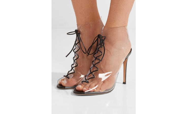 ستعشقين هذا الحذاء الشفاف المميّز