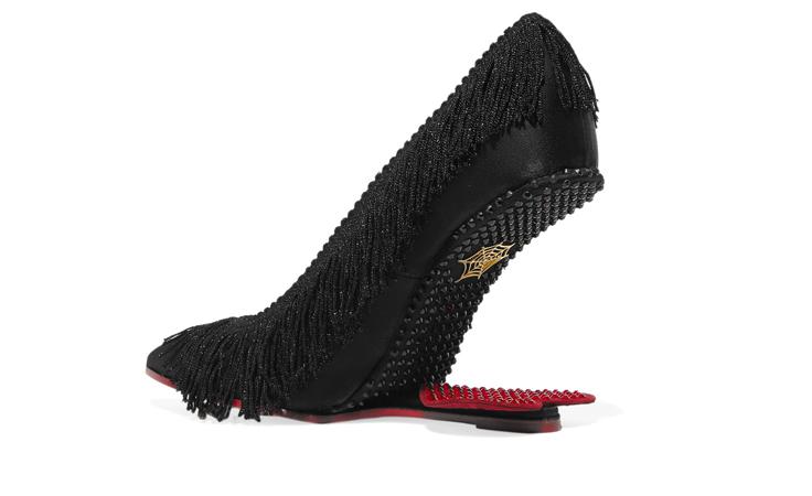 اختاري الغرابة والتفرّد مع هذا الحذاء غير التقليدي!