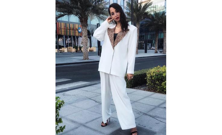 هل هذه هي الطلة التي ستعتمدها أيقونات الموضة العربيات في موسم العطلات؟