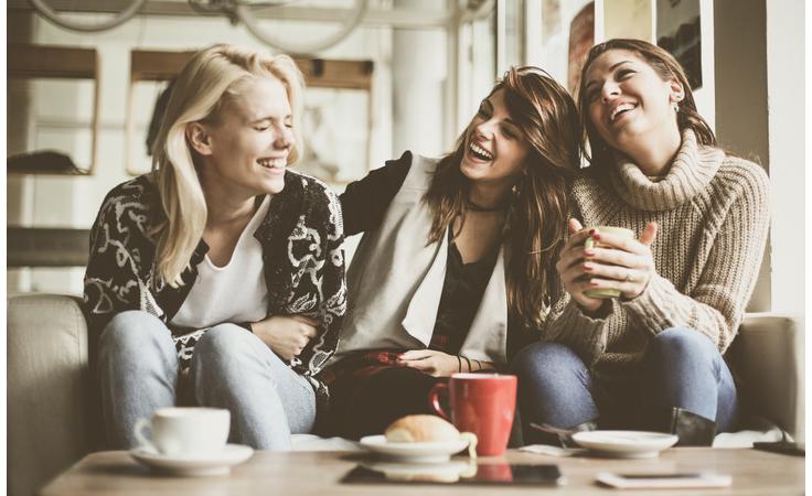 إيجابيات وسلبيات صداقاتك على علاقتك الزوجية