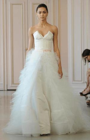 اختاري فستان زفاف القطعتين