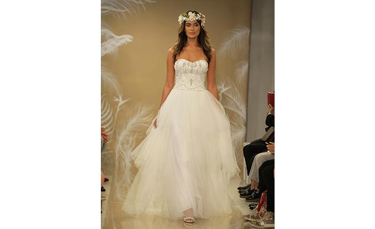 97463e651 فساتين زفاف متألقة لعروس الأعياد... | نواعم